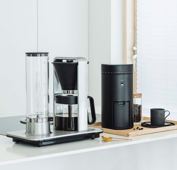 Making world class coffee with Coffeemaker Svart Precision WSP-2A and Coffegrinder Uniform WSFBS-100B in the kithcen